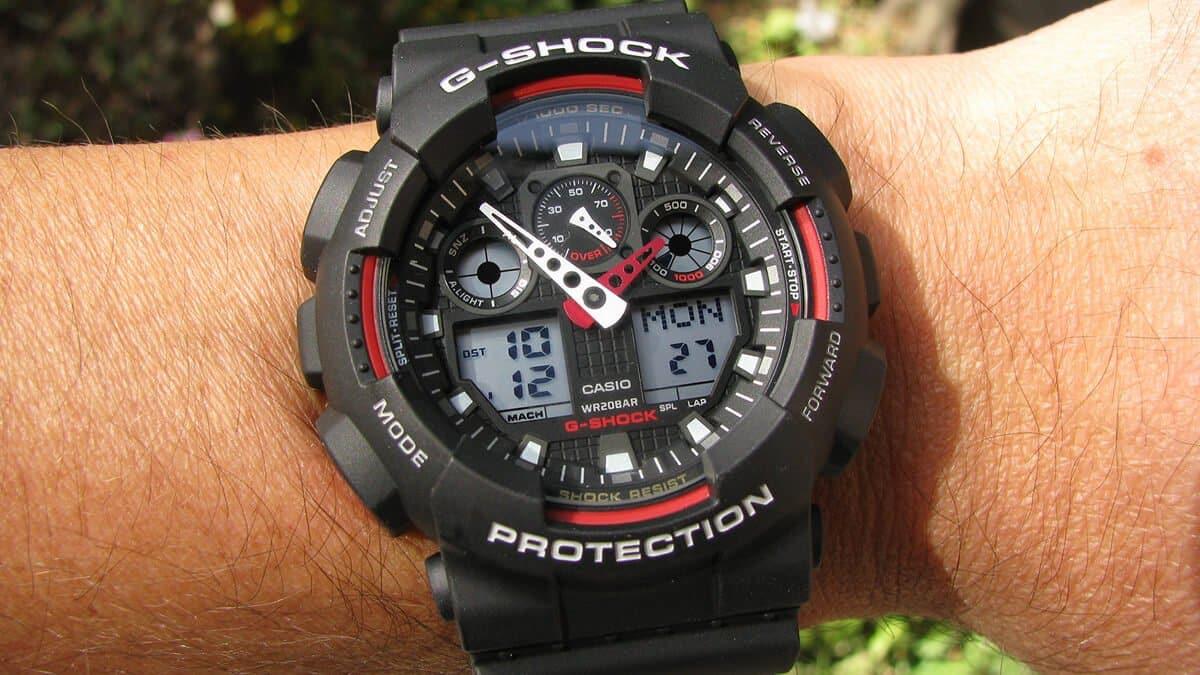 Černo-červené Casio G-Shock GA-100-1A4