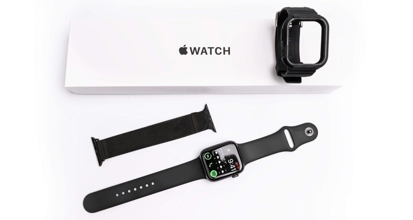 Apple Watch SE jsou na trhu dostupné s velkým množstvím vyměnitelných řemínků