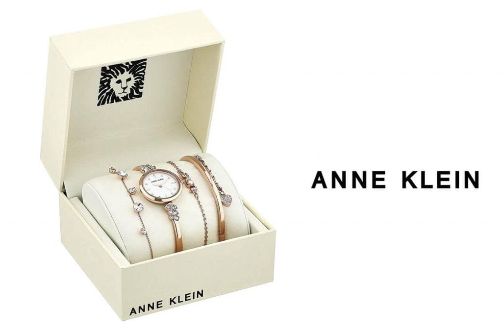 Pro náročnější dámy nabízí značka Anne Klein set hodinek s náramky