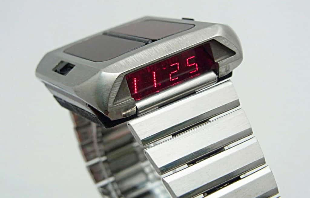 První hodinky na solární pohon - Synchronar 2100