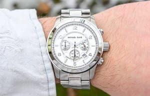 Hledáte levné módní pánské hodinky? Michael Kors má několik modelů, které by se vám mohly líbit.