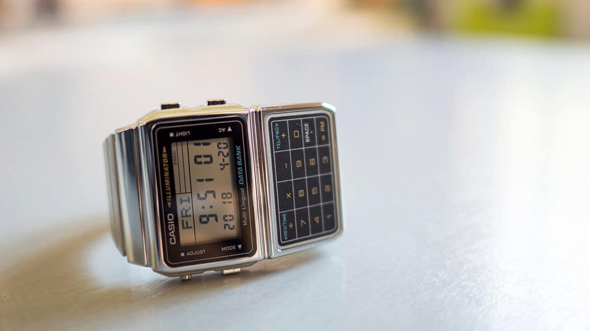 Víte, jaká historie doprovází hodinky s kalkulačkou?
